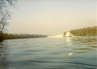 Illinois River barge